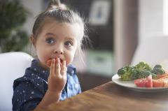 Eating-vegetables-by-child-make-them-healthier-475105250_5000x3333